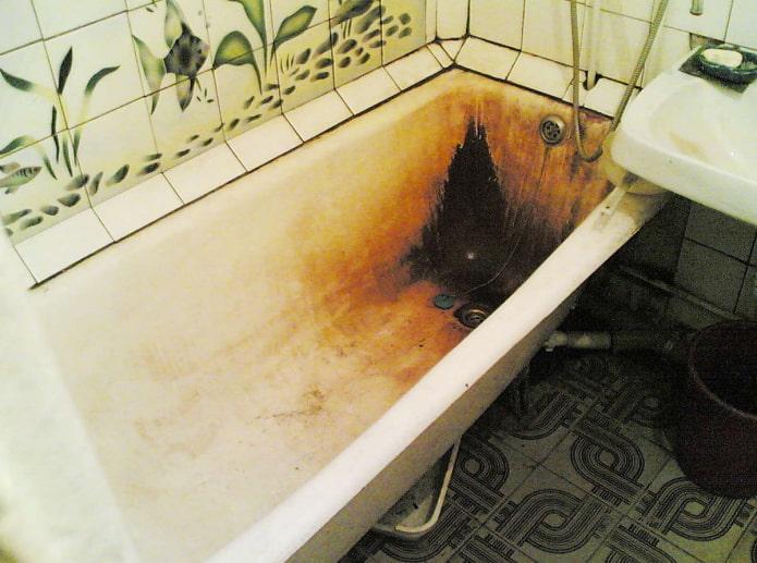 Самый быстрый способ реставрации ванны: акриловый вкладыш