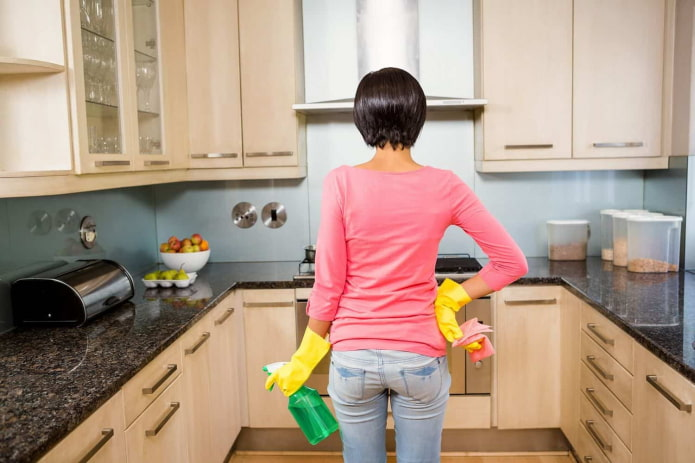 5 народных средств против жира и пятен, которые опасны для кухонных фасадов