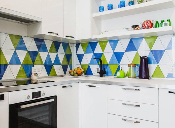 Какой фартук выбрать для белой кухни?