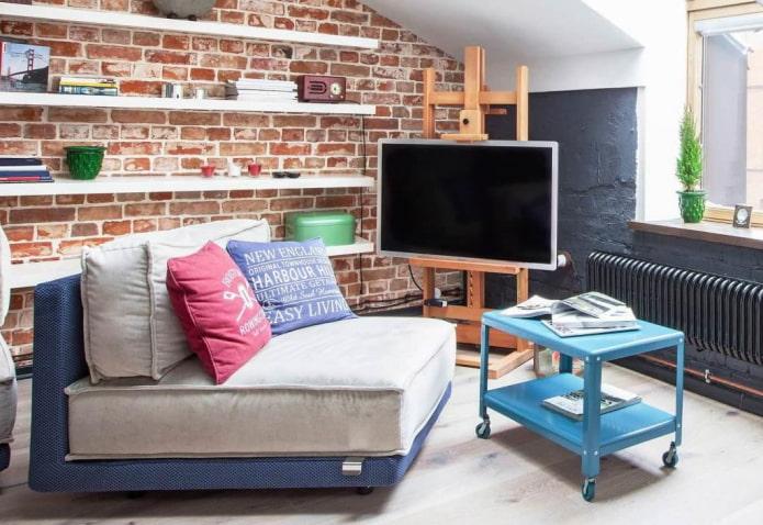 Как не надо размещать телевизор в гостиной
