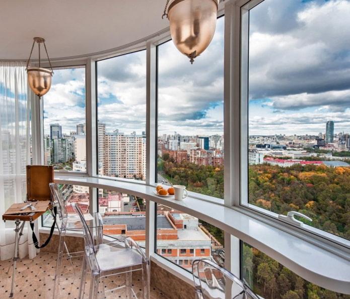 Оформление панорамного балкона