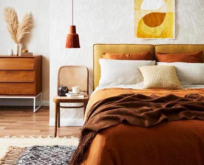 Как оформить спальню в теплых тонах?