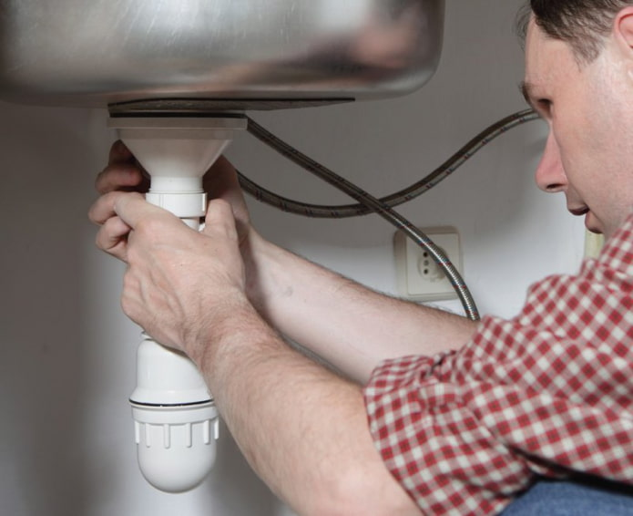 Как избавиться от запах канализации в ванной комнате?