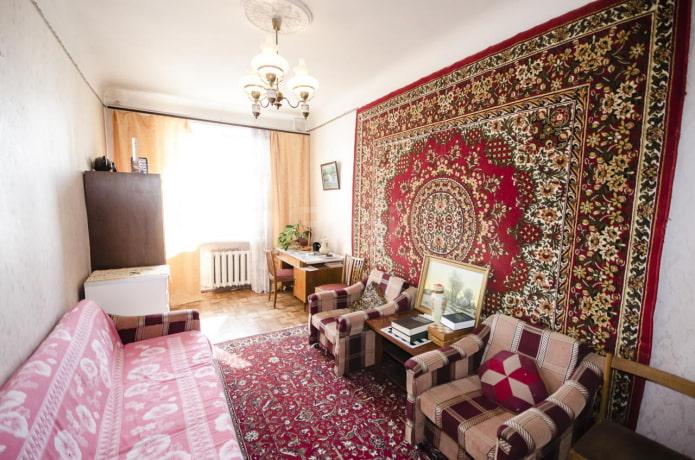 Почему раньше вешали ковры на стену?