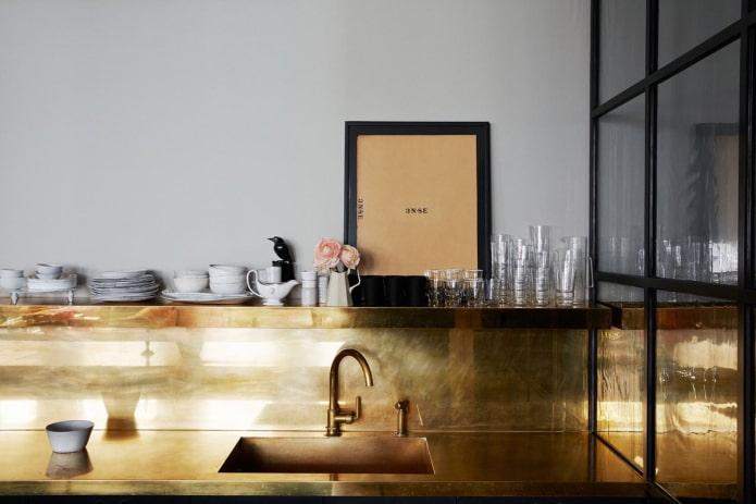 Как использовать золотой цвет в интерьере кухни?