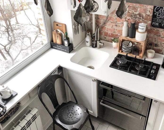 Как сэкономить место в маленькой кухне?
