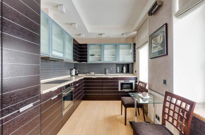 Кухонный гарнитур со стеклянными фасадами