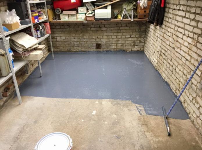 Из чего лучше сделать пол в гараже?