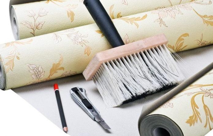 Как клеить обои своими руками: инструменты, подготовка стен, клей, пошаговый мастер-класс