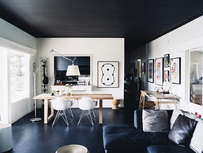 Schwarz Decke Im Inneren Des Hauses Schafft Eine Charmante Und  Geheimnisvolle Atmosphäre. Das Spiel Mit Licht Und Textur, Können Sie Das  Original Und Total ...