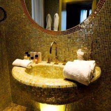 Дизайн интерьера ванной в золотом цвете -5
